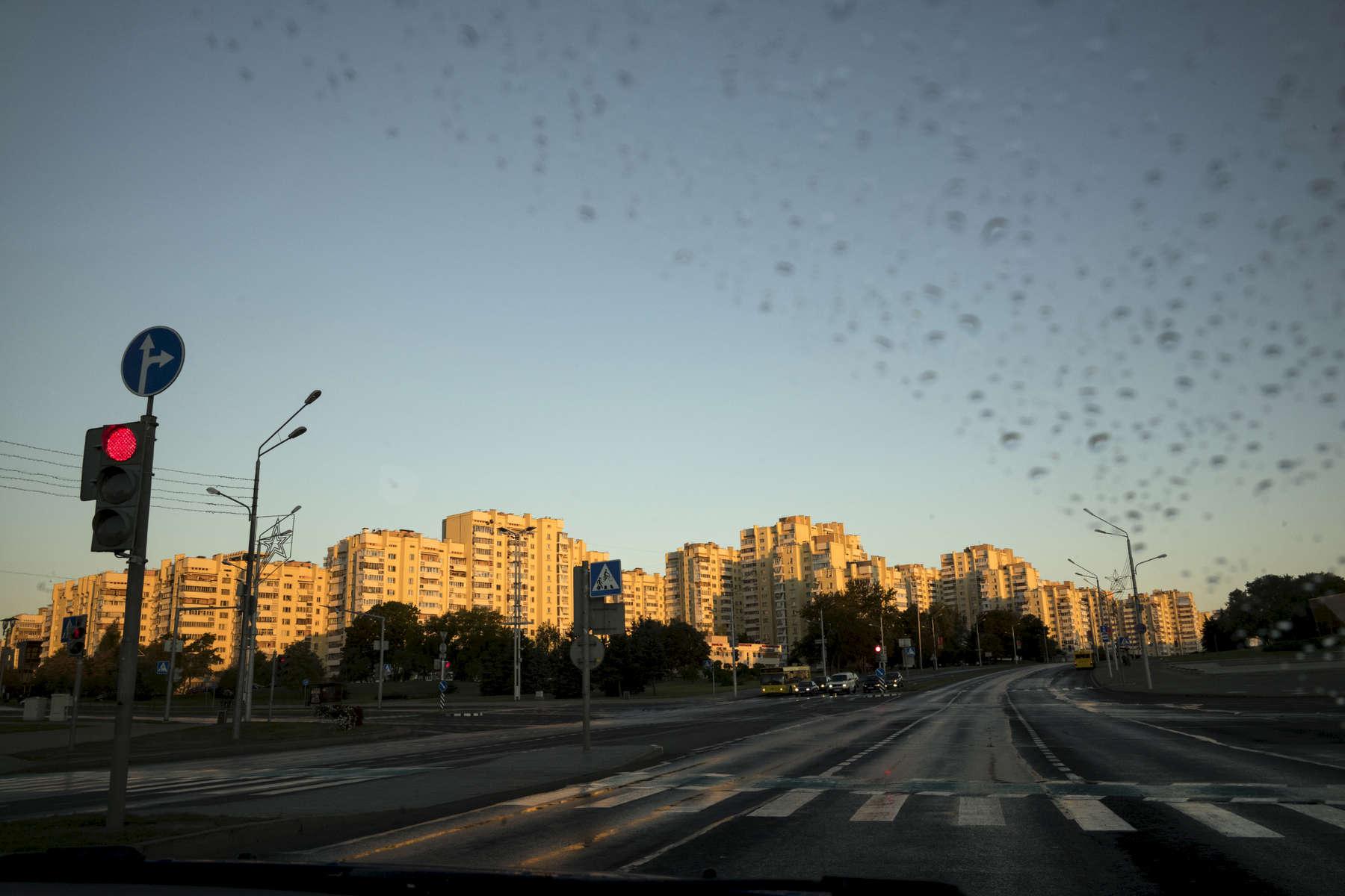Tôt le matin dans les rues de Minsk, Biélorussie, 2018.