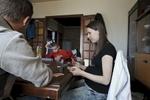 A Rumigny, village de 370 habitants, il n'y a pas grand-chose à faire pour la jeunesse locale. Xavier et Amélie passent la plupart de leur temps chez leur amis Mickael (18 ans) et Mattéo (11 ans), à jouer au poker.