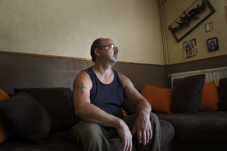 Le père de Laurine, Michael a 40 ans. Il est au chômage depuis bientôt 2 ans. Lorsqu'il a appris la grossesse de sa fille, il ne l'a d'abord pas accepté. Puis face à la situation, il a décidé de la soutenir du mieux qu'il pouvait. Fourmies, France,