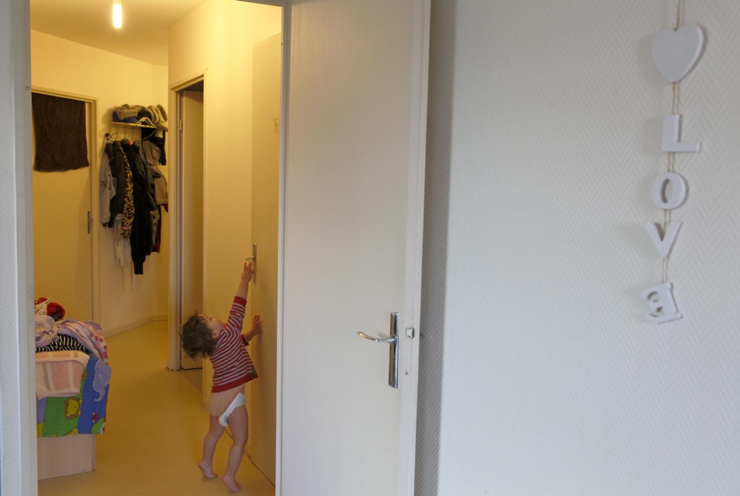 Vicenzo éprouve un besoin excessif de sa mère Stacy, il ne supporte pas de la voir s'éloigner ne serait ce que quelques minutes. Hellemmes, France.