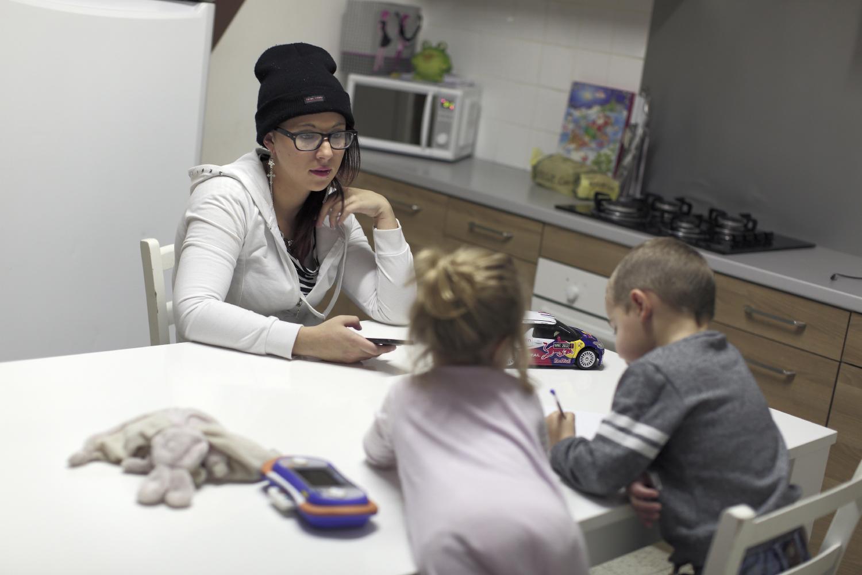 Mélissa vit seule avec ses deux enfants. Malgré ses démarches auprès de la Mission Locale et de Pôle Emploi, elle n'a pas trouvé de travail. Le taux de chômage à Fourmies est de 37 %.