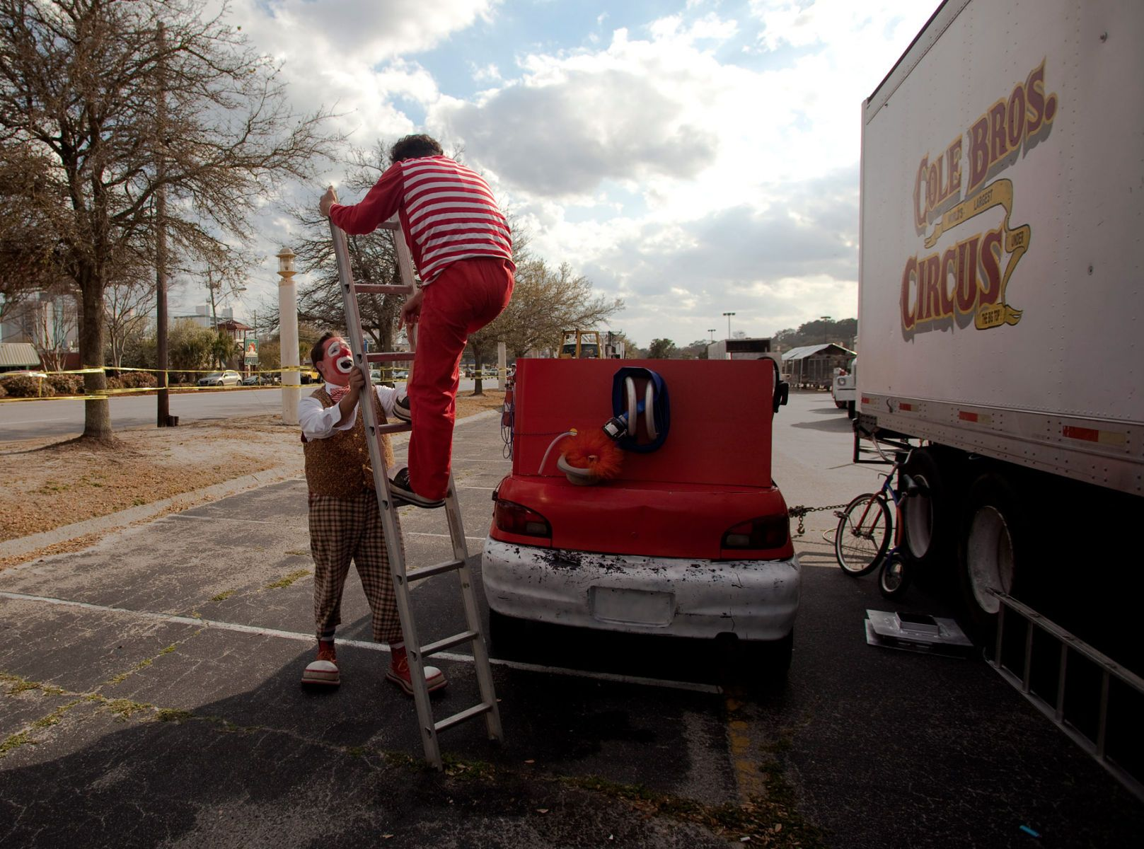 Clowns Josh Dummitt (L) and Kellan Bermudez go over a ladder routine as they prepare for a Cole Brothers Circus of the Stars show during a stop in Myrtle Beach, South Carolina March 31, 2013. Traveling circuses such as the Cole Brothers Circus of the Stars, complete with it's traveling big top tent, set up their tent city in smaller markets all along the East Coast of the United States as they aim to bring the circus to rural areas. The Cole Brothers Circus, now in its 129th edition, travels to 100 cities in 20-25 states and stages 250 shows a year.   REUTERS/Randall Hill   (UNITED STATES)