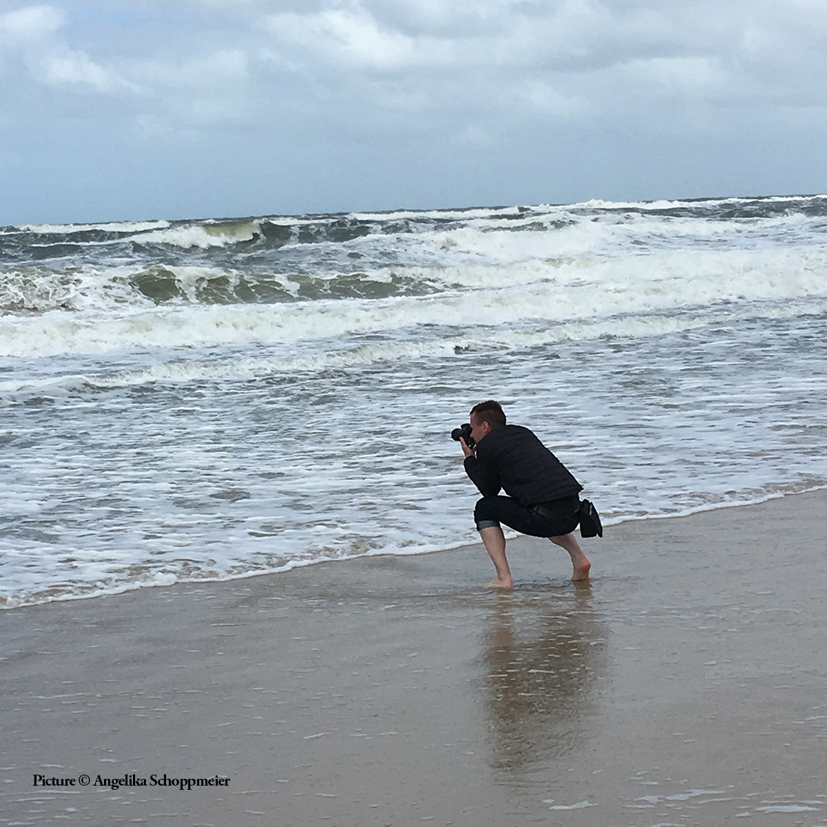 """A look behind the scenes of my personal project """"Family Journeys."""" Here, I am photographing my parents on Sylt. Sylt, Germany, May 2018. Picture by Angelika Schoppmeier."""