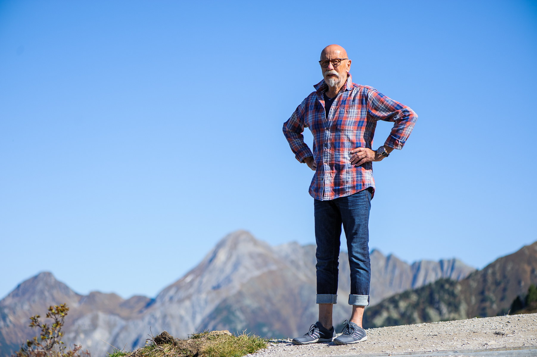 Dad waits for mom to catch up on the hike up the Ahorn mountain. Mayrhofen, Austria, October 10, 2018.