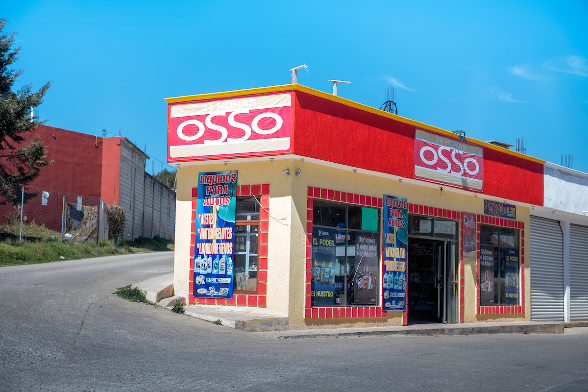 El Osso, self-governing San Juan Chamula's answer to the conveniece store Oxxo. Arquitectura Libre / Free Architecture, Chiapas, Mexico