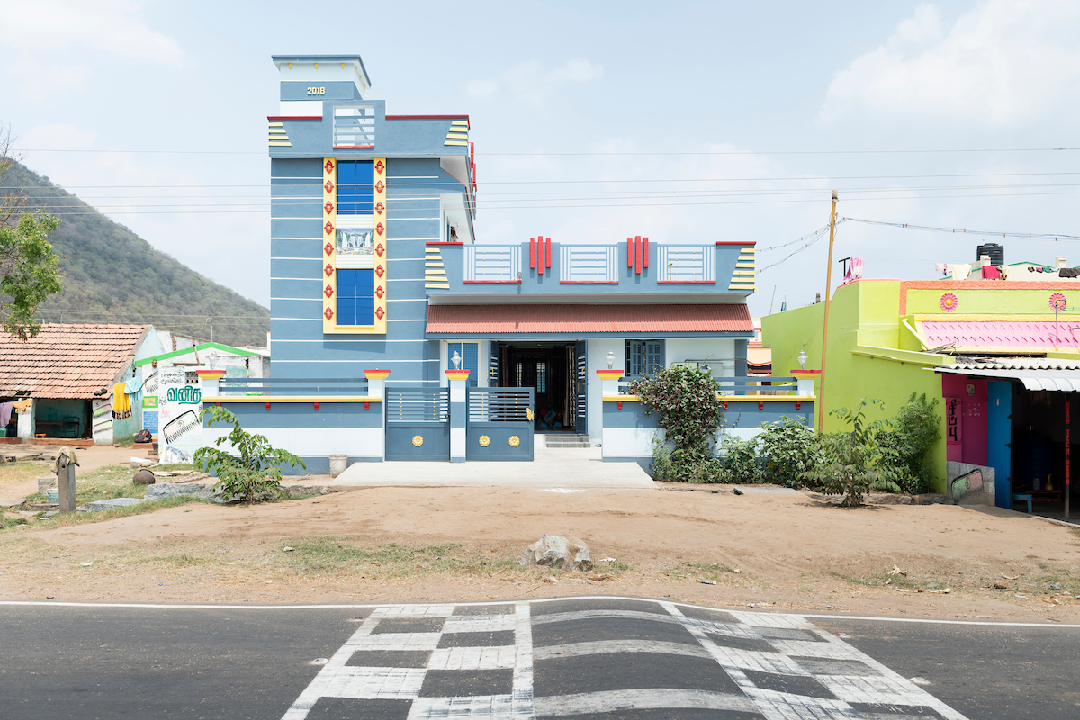 Free Architecture, Professor Kalidaz's property where three generations of family aunts and uncles and their families live. En route from Bengaluru to Tiruvannamalai, Tamilnadu, India